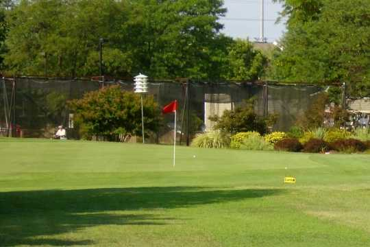 A view of a green at Pinecrest Golf Course (Beltwaygolfer)