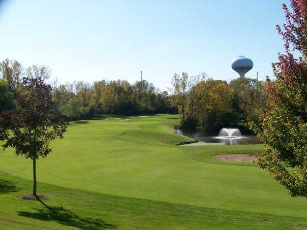 A view of fairway #18 at Lake Bluff Golf Club