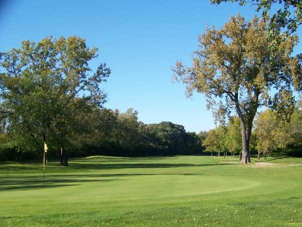 A view of green #15 at Lake Bluff Golf Club
