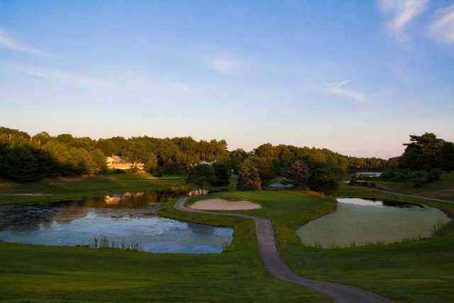 A view of the island green at Lakeville Country Club (BarnOwl Photography)
