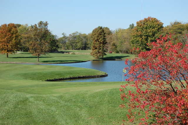A fall view of green #18 surrounded by water at Championship Course from Governors Run Golf & Country Club
