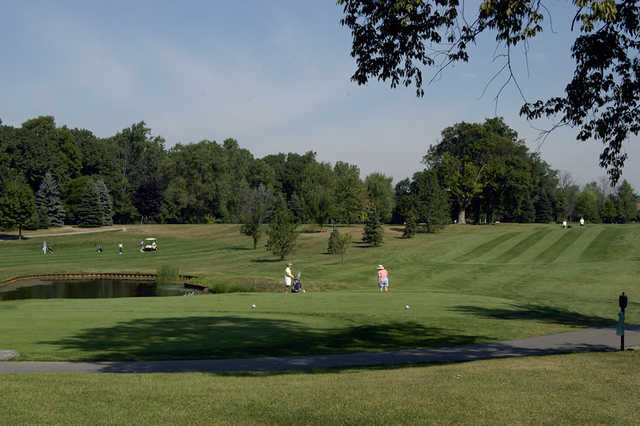A view of a tee at Glen Oaks Golf Course