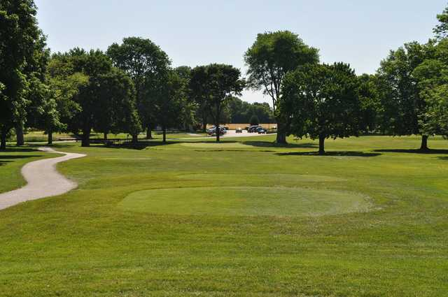 A sunny day view of a tee at Hawk's Tail of Greenfield