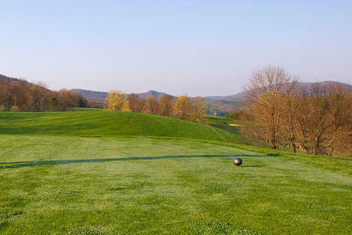 A view from a tee at Highlands Golf Club from Fisher Mountain