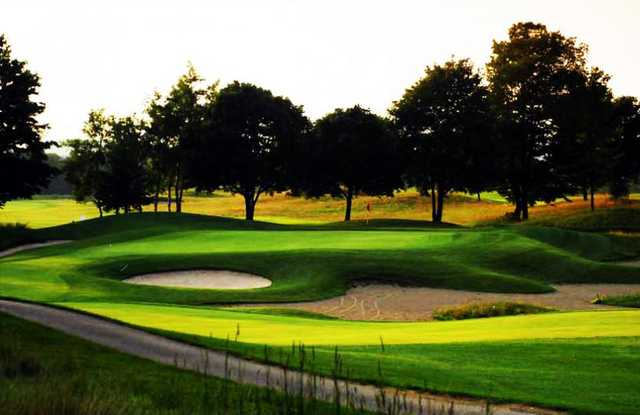 A view of a hole surrounded by a collection of bunkers at Calerin Golf Course