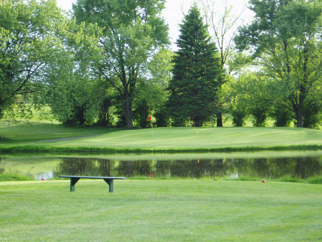 A view of a tee at Willow Run Golf Course