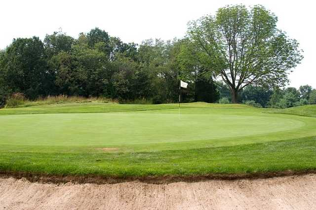 A view of the 8th green at Pehquenakonck Country Club