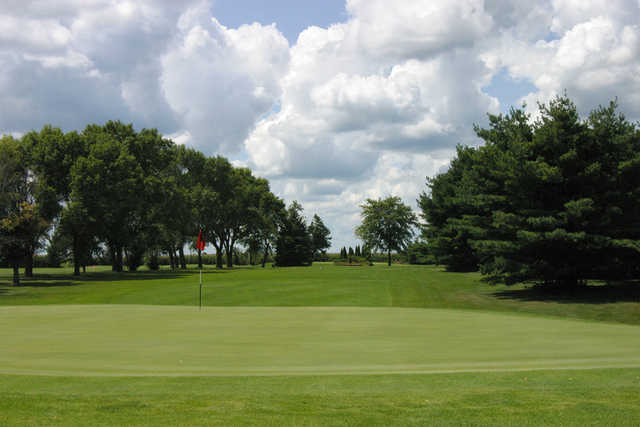 A view of the 3rd green at Kewanee Dunes