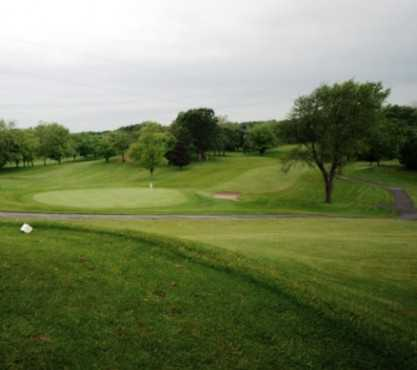 A view from a tee at Pheasant Valley Country Club (Golfcourseranking)