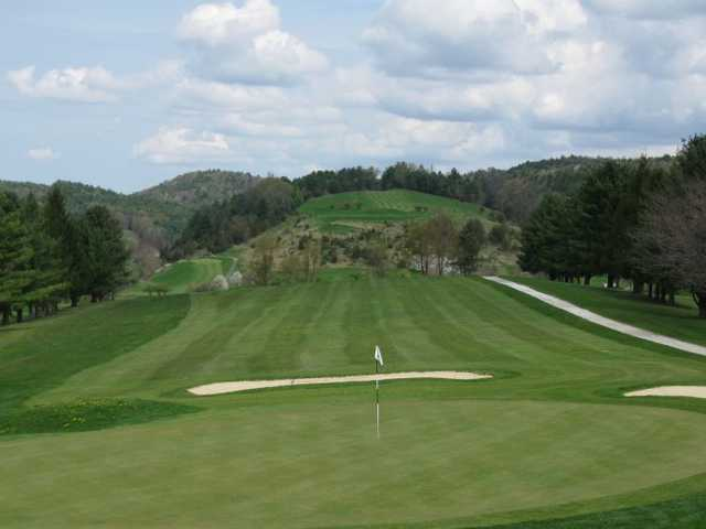 A view of the 9th green at Lake St. Catherine Country Club