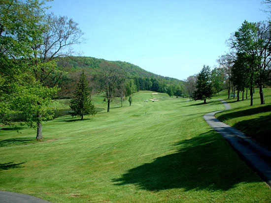A view of a fairway at Oakland Golf Club
