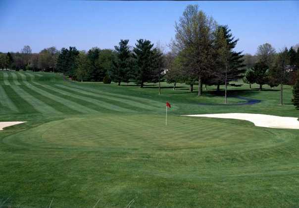 A view of the 10th green at Tannenhauf Golf Club