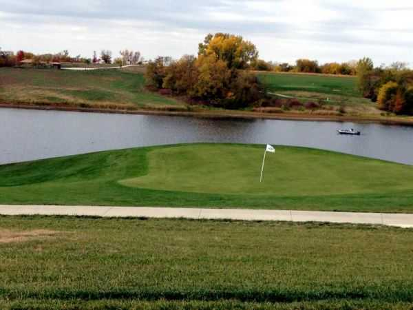 A view of the 7th green at Mozingo Lake Recreation Park Golf Course