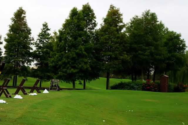 A view of the practice area at 7 Lakes Golf Club