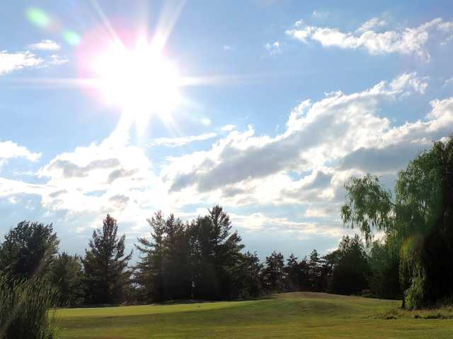 A sunny day view from Beaverton Golf Course