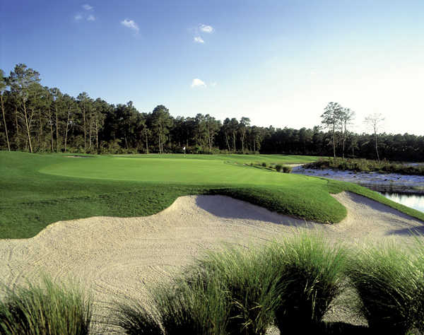 A view of the hole #18 at Orange Lake Resort - The Legends Course