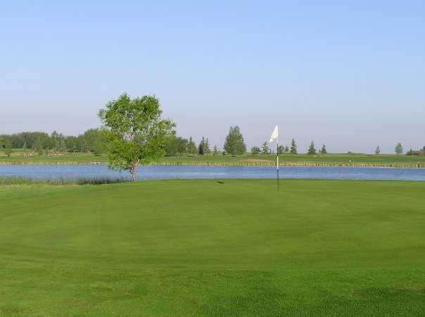 A view of the 9th green at Strathmore Golf Club
