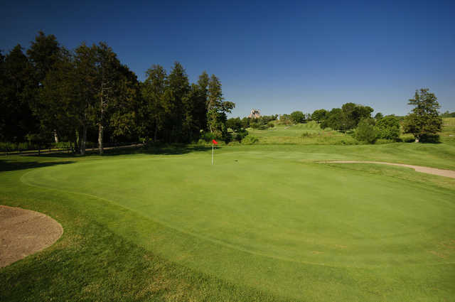 A view of hole #1 protected by sand traps at West Wing from Cardinal Golf Club