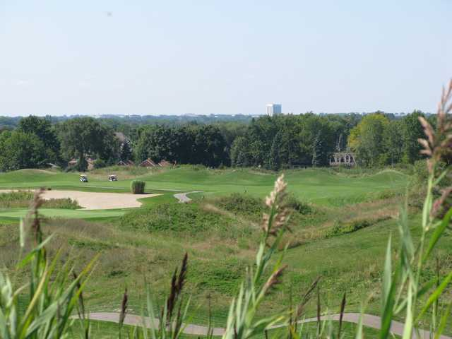 Sanctuary Lake GC: This par 71 links-style course offers four sets of tees ranging from 4,746 to 6,554 yards