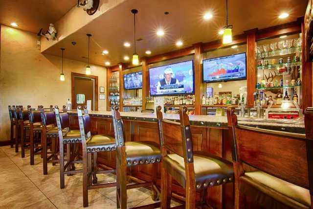 Southern Oaks GC: Bar
