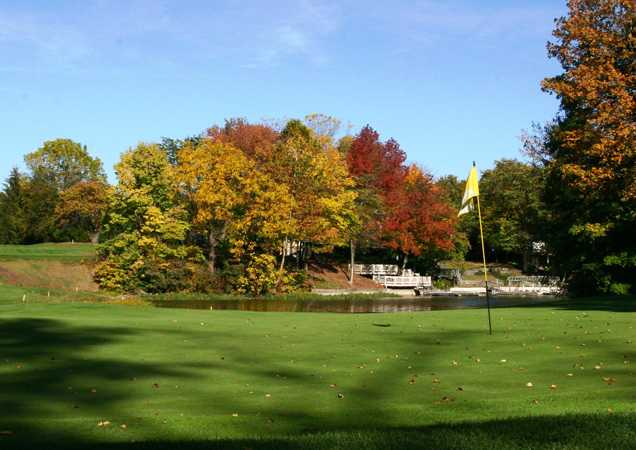 A view of a green at Harbour Trees Golf Club