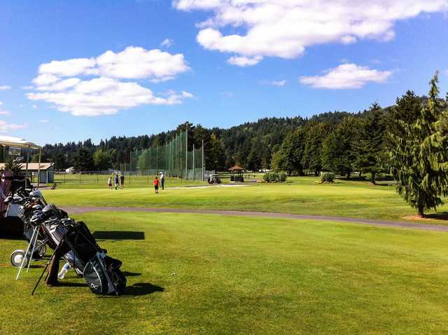A sunny day view of the practie area at Mint Valley Golf Course