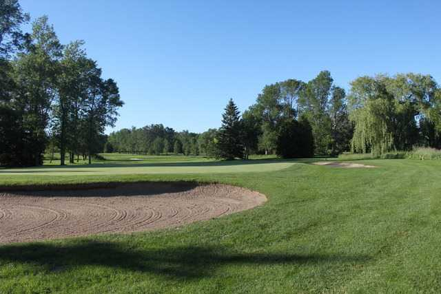 A view of a hole protected by bunkers at Harbour View Golf and Country Club