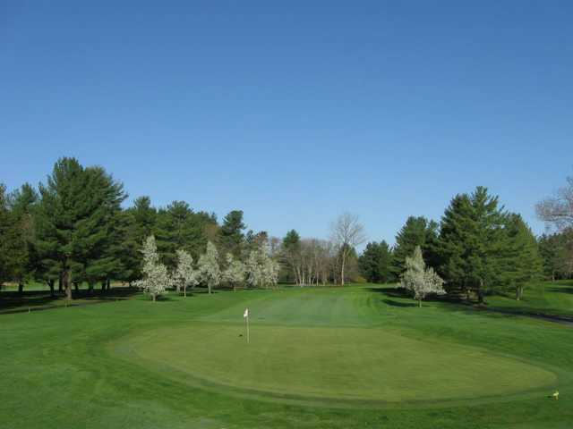 A view of a green at Elmcrest Country Club