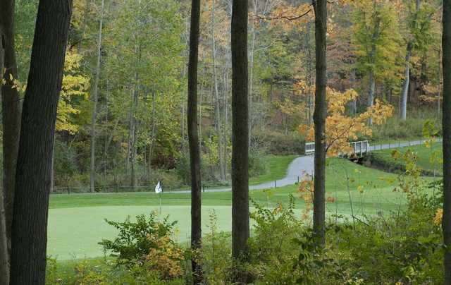 A fall view of green #18 at Safari Golf Club.