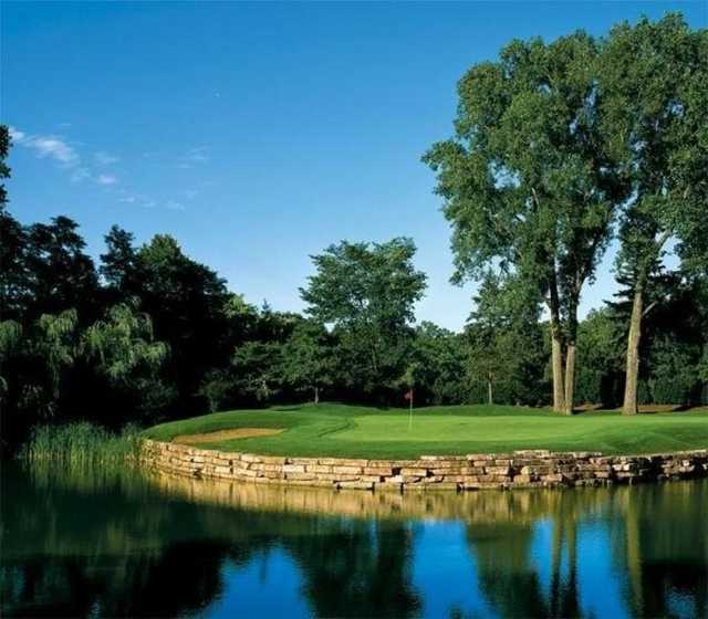 A view of a hole surrounded by water at Highland Park Country Club