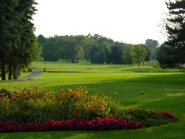 A view of a tee at Bay Pointe Golf Club