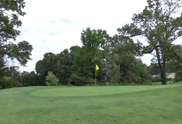 A view of a green at Oxford Valley Golf Course (Sasquatch Golf)