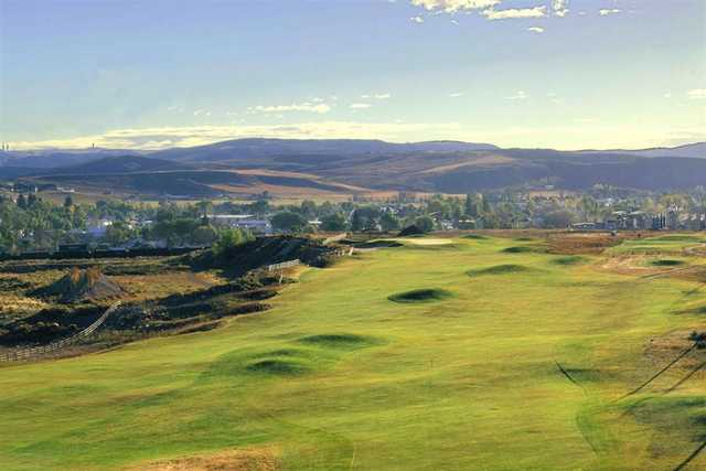 A view from Leaning Rock Golf Course (Wyomingtourism)