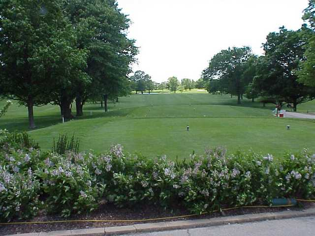 A view of hole #1 at Village Greens of Woodridge