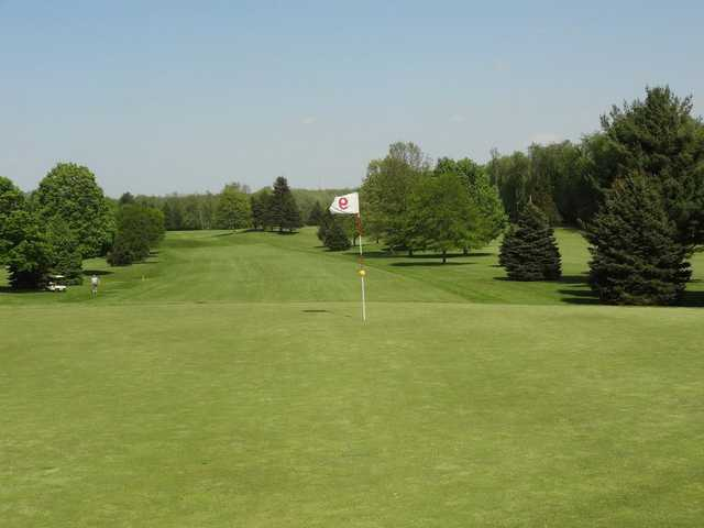 A view of the 9th green at Oak Knolls Golf Club