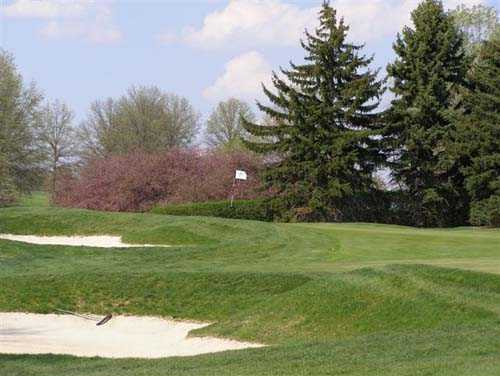 A view of a green protected by bunkers at Westmoreland Country Club