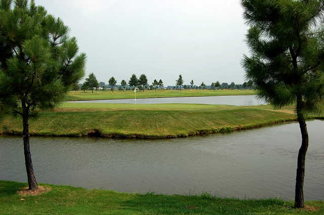 A view of a hole surrounded by water at Marion Lakes Golf & Athletic Club