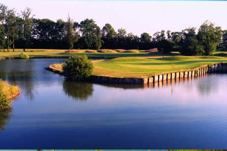 A view of a green surrounded by water at Bethemont Golf & Country Club