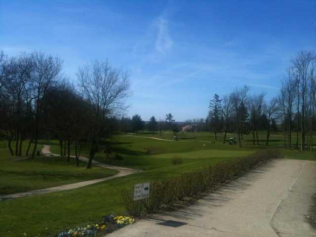 A view of a green at Feucherolles Golf Club