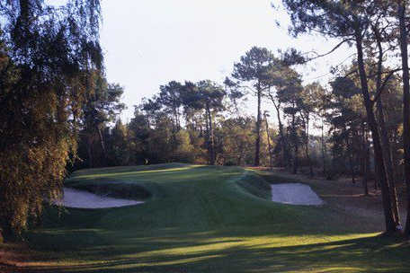 A view of a green protected by bunkers at Rochefort Golf & Country Club