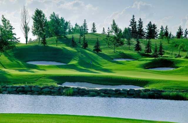 A view of a green with water and bunkers coming into play at Lynx Ridge Golf Club