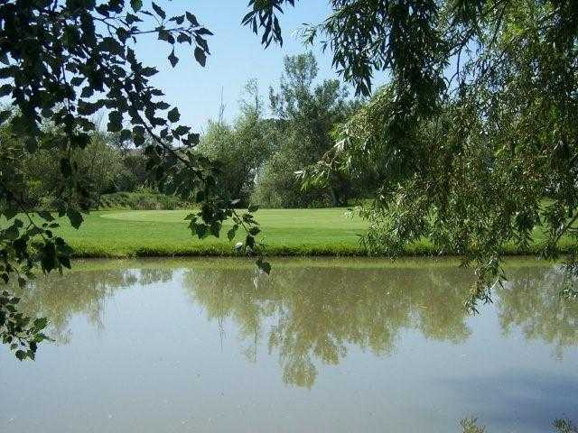 A view over the water from Les Alpilles Course at Ugolf Avignon Chateaublanc.