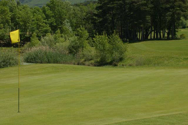 A view of a hole at Digne La Lavande Golf Club