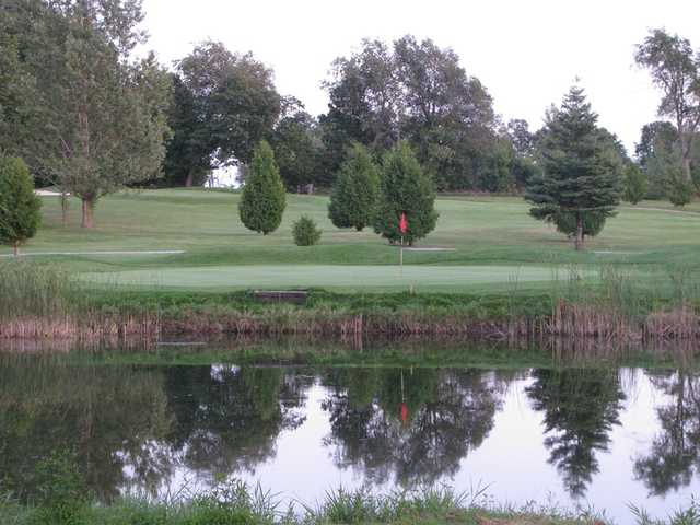 A view of the 3rd green at Oakland Greens Golf and Country Club
