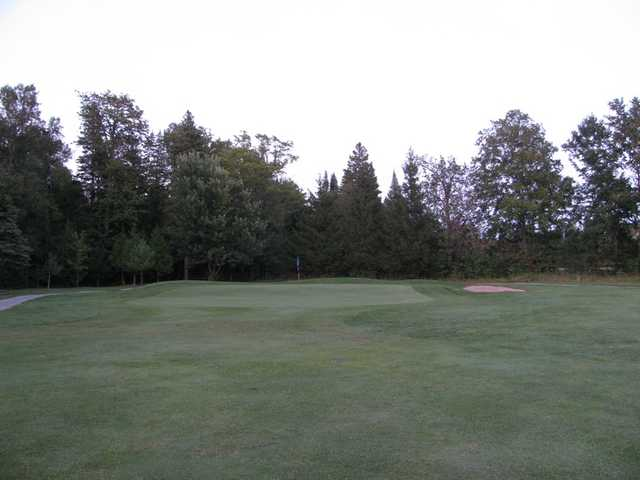 A view of the 1st hole at Oakland Greens Golf and Country Club