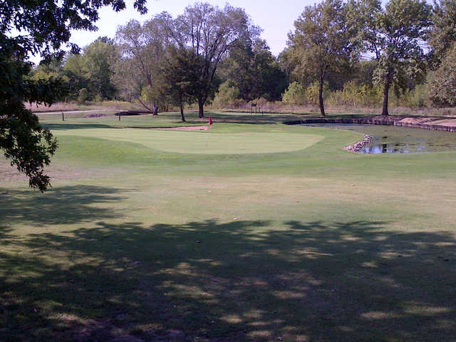 A view of a green at Meadow Lake Country Club (Clintonmo.bigdealsmedia)