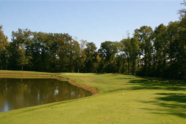 The par-3 13th hole at Winding Hollow requires short-iron precision