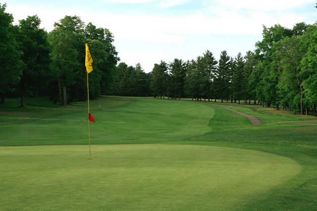 A view of green #12 at Chardon Lakes Golf Course