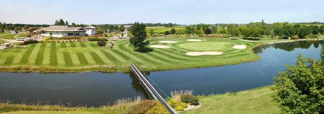 The clubhouse at Rockway Vineyards Golf Course
