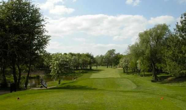 Tight tee shot at Radcliffe-on-Trent GC